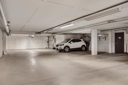 Autohallipaikka sekä varasto / Bilhallsplats samt förråd.