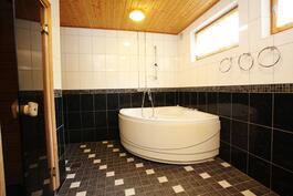 saunan viereinen kylpyhuone