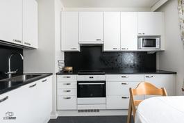 Vuonna 2014 remontoitu kaunis keittiö
