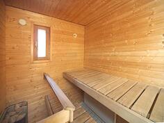 Ikkunallinen sauna.