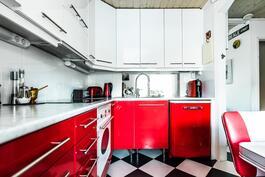 Tyylikäs 50-luvun hengen mukainen keittiö