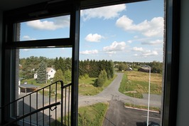 Ylimmäisestä kerroksesta avautuu hienot maisemat.