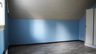 Yk:n makuuhuoneen värimaailmaa.