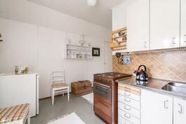 Yläkerran keittiö 1
