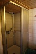 suihkutila myös tässä asunnossa