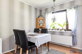Keittiössä on tilaa isollekin ruokapöydälle