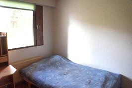 Alakerran toinen makuuhuone.