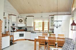 Nätti toimiva keittiö