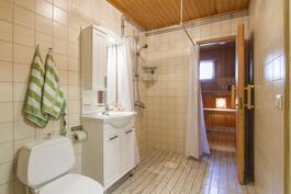 Toiminnallinen kylpyhuone