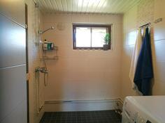 Kylpyhuone uusittu tyylikkäästi 2013.