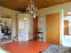 Mh/ruokailuhuone. Vasemmalla mh. Oikealla keittiö.