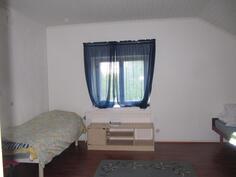 Yläkerran kaksion makuuhuone