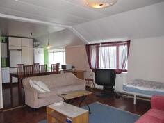 Yläkerran kaksion olohuone
