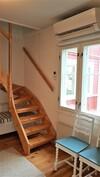 päärakennus välihuoneesta portaat yläkertaan
