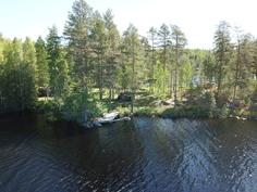 Näkymä järveltä mökille