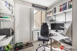 autotalli perällä toimistoh/askarteluh