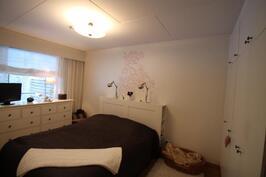 2. makuuhuone jossa kaapistot