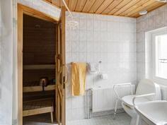 asuinkerroksen sauna-pesuhuone