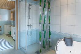 Tässä talossa suihkuja on 3 kpl.