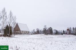 Maisemaa kirkolle päin