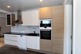 Uusi keittiö laadukkailla kodinkoneilla
