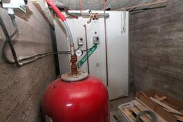 tekninen tila, iso 1800 litran varaaja sähkövastuksin