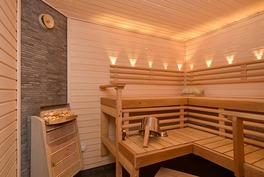Tyylikäs sauna kellarikerroksessa