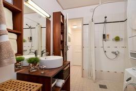 Kodissa kolme kylpyhuonetta