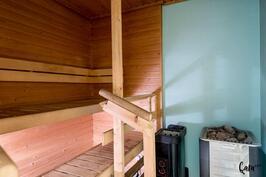 Sauna, puu-ja sähkökiuas.