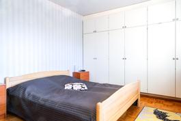 Yläkerrassa 2 makuuhuonetta