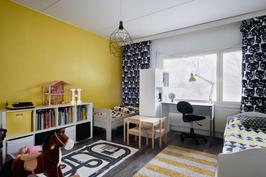 Lastenhuoneen iloiset värit piristävät