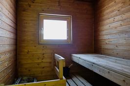Ikkunallisesta saunasta voi nähdä luonnon kierron