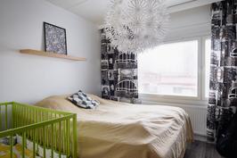 Makuuhuone yläkerran rauhassa