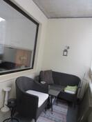 Kuvassa huoneiston lasitettu siisti parveke!