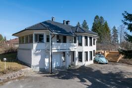 Talo Leppämaantieltä katsottuna