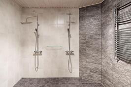Allasosaston kylpyhuone