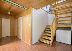 portaat kellarikerrokseen / trapporna till källarvåningen