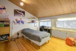 yläkeran makuuhuone / övrevånings sovrum