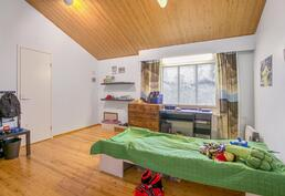 yläkerran makuuhuone / övrevånings sovrum