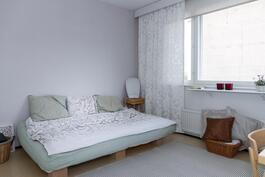 Makuuhuoneet on isoja tämän ikäisissä taloissa