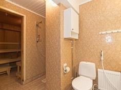Yläkerran kylpyhuone ja sauna - Övre våningens bad