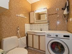 Yläkerran kylpyhuone - Övre våningens badrum