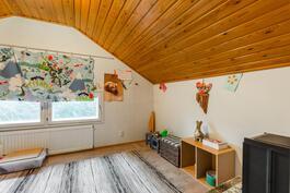 Yläkerran pikkuhuone