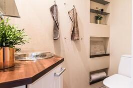myös wc-tila on saanut täysin uuden ilmeen kodissa tehdyn remontin yhteydessä