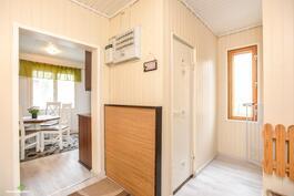 Aulatilassa on lisäksi erilline wc-tila..