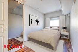 Toinen makuuhuoneista (virtuaalistailattu)