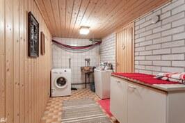 Kellarikerroksen pukuhuone