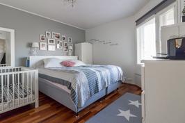 Valtava makuuhuone