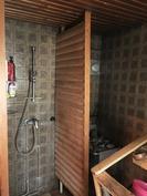 Suihku saunassa