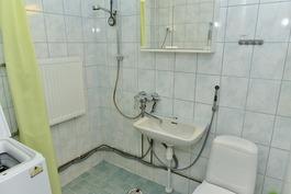 kylpyhuoneessa laattapintoja